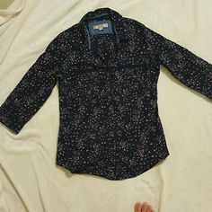 Blue and Pink Floral Button Down Perfect condition. Cute casual top Decree Tops Button Down Shirts