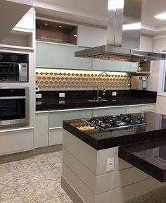 47 best simple kitchen design ideas for 2020 25 Kitchen Interior, Home Decor Kitchen, Kitchen Cabinet Design, Kitchen Flooring, Kitchen Designs Layout, Simple Kitchen Design, Cabinet Design, Kitchen Styling, Kitchen Layout