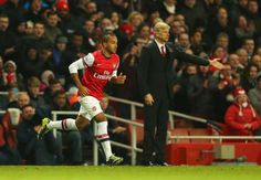 RUMOURS: Walcott to snub Chelsea in favour of 20m West Ham move