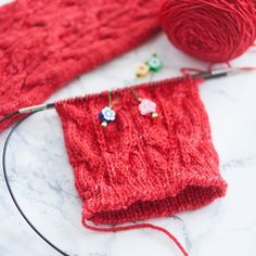 I've always loved to learn #newskills and new techniques (in life in general, not only in knitting). I'm not letting my unawareness of a specific technique or tool driving away from a project I dearly want to make... and I'll deny any comment saying it's because I'm way too stubborn 😅💪 -- You should not be feeling intimidated by a cast-on or stitch that you don't know, that's why I'm often adding #tutorials in my #knittingpatterns . That being said, do you prefer video or photo tutorials?…