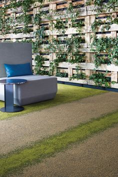 UR101 flax Grass UR103 Grass in a contemporary, trendy office. This carpet looks similar to moss on a sidewalk. Nature floor designs for retail stores. Green interior design with plants. Decorate an office with bright, nature inspired floors, and add some green foliage for a rural feel in an urban office. #Interfacecarpets #design #flooring