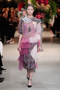 The imaginative upcycling in Haute Couture, by Viktor&Rolf Runway Fashion, Fashion Art, High Fashion, Fashion Show, Womens Fashion, Fashion Design, Victor And Rolf, Haute Couture Paris, Sustainable Fashion