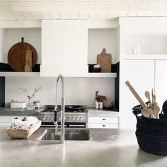 Deze prachtige leeftuin heeft een oppervlak van 3000 m2 - Eigen Huis en Tuin Double Vanity, Home Kitchens, House Design, Storage, Furniture, Home Decor, Nice, Beautiful, Homemade Home Decor