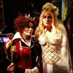PHOTO: The White Queen @JENCOOLIDGE w/ nemesis The Queen of Hearts mrssosbourne!