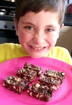 Baking with kids - how to make rocky road - Spatula Sisterhood Spatulasisterhood.com