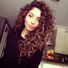 Popular Curly Hair Styles For Women #Beauty #Musely #Tip