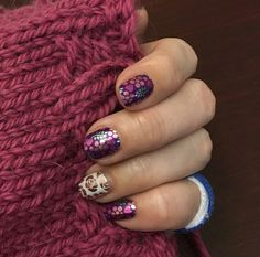 Got to feeling nostalgic about last year's January #sistersstylejn #blossominglovejn but my #firstimpressionjn#accentnail is holding strong. I put it on Jan 1! #trushine #mattetopcoat