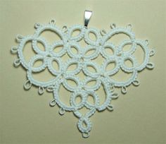 sweetheart pattern for needle tatting    http://honeybeesbliss.blogspot.it/2007/03/needle-tatting-sweetheart-motif.html