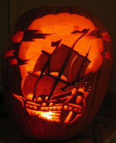 pumpkin carving pirate ship - Real Time - Diet, Exercise, Fitness, Finance You for Healthy articles ideas Pirate Halloween, Disney Halloween, Holidays Halloween, Halloween Crafts, Happy Halloween, Scary Halloween, Halloween Decorations, Pumpkin Carving Tips, Amazing Pumpkin Carving