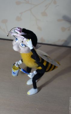"""Купить Валяная игрушка """" В отпуск хочу"""" - разноцветный, пчела, насекомое, новая работа"""
