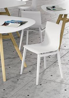 Drewniane krzesło EMMA marki INFINITI