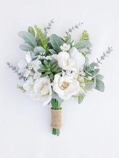 Hand Bouquet Wedding, Simple Wedding Bouquets, Bridesmaid Bouquet White, Wedding Flower Arrangements, Floral Wedding, Flowers For Bridesmaids, Bridal Bouquet White, Bride Bouquets, Chic Wedding