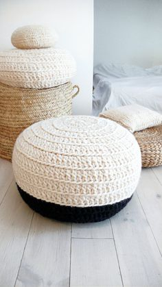 Crochet pouf thick wool - Natural undyed and black
