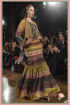 Patri Lopez para Raquel Teran en We Love Flamenco 2015 Spanish Fashion, Spanish Style, Flamenco Costume, Flamenco Dresses, Bohemian Gypsy, Boho, Tribal Dress, Wedding Costumes, Folk Costume