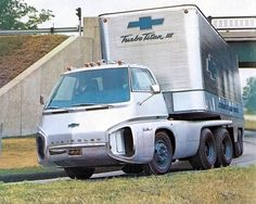GM's experiments with the gas turbine engine didn't end with the Firebird concept cars. There was also a futuristic tractor-trailer rig called the Turbo Titan III. Chevrolet Camaro, Chevrolet Trucks, Chevy Trucks, Turbine Engine, Gas Turbine, Big Rig Trucks, Cool Trucks, General Motors, Buick