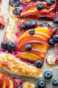 Easy Blueberry Peach Tart with Vanilla Glaze Sweet fruity and topped with vanilla glaze this dessert just screams SUMMER Pie Dessert, Dessert Recipes, Tart Recipes, Cooking Recipes, Peach Puff Pastry, Quiche, Delicious Desserts, Yummy Food, Perfect Peach