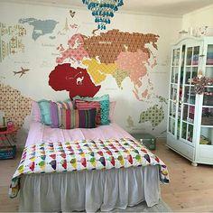 Яркая детская спальня всегда будет придавать комнате атмосферу праздника и карнавала.  #карта #детская #дети #ребенок #карнавал #map #kids #mrperswall #wallpaper #wall #design #interior #designinterior #odesign #inspiration #home #homedecor #одизайн #дизайн #интерьер #обои #вдохновение  #дом##стройкавл