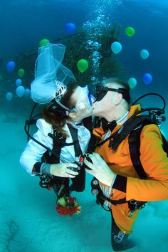 #ScubaWedding 4 Valentine's Day - Get married #underwater in the Bahamas at Stuart Cove's Dive Bahamas! Get certified in Phoenix first at #Scuba Professionals of Arizona http://www.scubaprofaz.com/ so you don't have to there and can spend more time together!