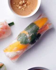 Chicken and Mango Summer Rolls Recipe. Love me some summer rolls. Summer Rolls, Spring Rolls, Antipasto, Asian Recipes, Healthy Recipes, Nasi Goreng, Burritos, Tofu, Summer Recipes