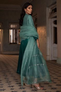 Simple Pakistani Dresses, Pakistani Fashion Casual, Indian Fashion Dresses, Pakistani Outfits, Muslim Fashion, Simple Dresses, Fashion Blouses, Stylish Dress Designs, Desi Clothes