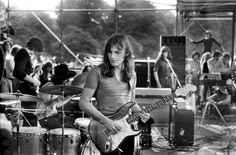 David Gilmour on stage with Pink Floyd (photo - Tony Collins) Musica Mantra, Musica Punk, David Gilmour Pink Floyd, Psychedelic Music, Best Guitarist, Roger Waters, Sales Image, Progressive Rock, 1980s