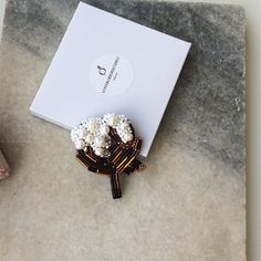 107 отметок «Нравится», 1 комментариев — • блистающие броши • (@lovebloodrhetoric) в Instagram: «малышка-брошь #LoveBloodRhetoric_Cotton – «Цветок хлопка» (который на самом деле не цветок, а его…»