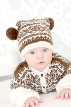 Hvit og brun Knitting For Kids, Knitting Projects, Baby Knitting, Knitting Patterns, Knit Crochet, Crochet Hats, Emma Jane, Icelandic Sweaters, Norse Vikings