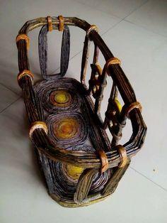 Resultado de imagen para cesteria en papel pinterest Recycled Paper Crafts, Cool Paper Crafts, Newspaper Crafts, Cardboard Crafts, Diy Paper, Paper Art, Vase Design, Basket Crafts, Magazine Crafts