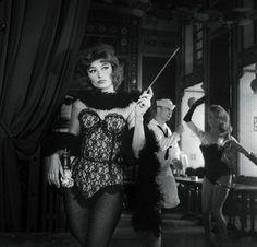 Anouk Aimée, photographiée par Agnès Varda, sur le tournage du film Lola de Jacques Demy, 1960. | © AGNÈS VARDA