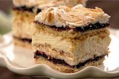 """Acest desert sofisticat îl va încânta chiar și pe cel mai mare cunoscător al deserturilor! Recent am vrut să învăț să pregătesc un tort neobișnuit și, după multe căutări, l-am ales anume pe""""Pani Walewska""""— tortul cu nuci și bezea, adorat de polonezi! Gemul de coacăze poate fi înlocuit cu oricare altul! De vișine, zmeură, prune, mere, caise— oricare va fi potrivit! De asemenea, puteți înlocui nucile cu migdale. Acest tort sfărâmicios vă va atrage prin contrastul dintre blatul nisipos și…"""