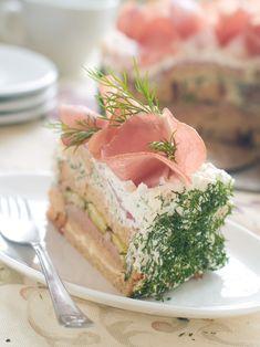 Quando il cake design è salato: ecco a voi la torta di tramezzini
