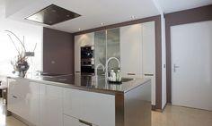 SANTOS kitchen | Diseño de cocina Minos en acabado lacado con alto brillo