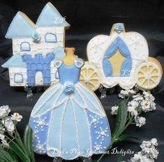 Cinderella Cookies 12 Cookies by lorisplace on Etsy princesas Cookies For Kids, Fancy Cookies, Iced Cookies, Cute Cookies, Royal Icing Cookies, Cupcake Cookies, Cookies Et Biscuits, Cupcakes, Sugar Cookies