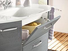 Der elegante Midischrank aus der Serie ''Alika'' von XORA räumt auf in Ihrem Bad. Seine graphitfarbene Oberfläche lässt sich leicht reinigen. Dank einer Schublade und 2 Türen mit 3 verstellbaren Einlegeböden bietet der Schrank viel Platz für Pflegeprodukte und Hygieneartikel. Sorgen Sie mit diesem Midischrank kinderleicht für Ordnung in Ihrem Bad!
