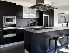 Modern black kitchen cabinets in house remodel ideas with pictures of kitch Beautiful Kitchen Designs, Modern Kitchen Design, Beautiful Kitchens, Two Tone Kitchen Cabinets, Kitchen Cabinet Design, Kitchen Appliances, Kitchen Island, Black Appliances, Black Cabinets