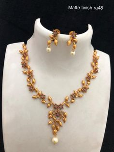 Neckakce available at For booking msg on 9619291911 Ruby Necklace Designs, Jewelry Design Earrings, Gold Jewelry, Jewellery Designs, Gold Bangles Design, Necklace Set, Gold Necklace, Diamond Necklaces, Gold Choker