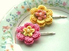 Bobby Pins with Crochet Flowers: