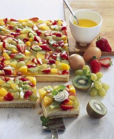 Biskuit-Obstkuchen - smarter - Zeit: 6 Std. | eatsmarter.de
