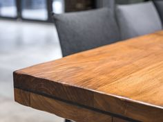 Remove scratches from wooden furniture: These home remedies help - Kitchens Remodel Ideas Housekeeping Tips, Restaurant, Solid Wood Furniture, Butcher Block Cutting Board, Home Remedies, Kitchen Remodel, Life Hacks, Woodworking, Luxury