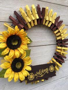 Sunflower Home Decor, Sunflower Crafts, Sunflower Wreaths, Wreath Crafts, Diy Wreath, Wreath Ideas, Summer Door Wreaths, Wreaths For Front Door, Fall Wreaths