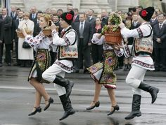 Moldovan Costumes South East Europe, Eastern Europe, We Are The World, People Of The World, Republica Moldova, Visit Romania, Europe Fashion, Medieval Town, Folk Costume
