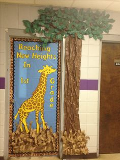 Giraffe Bulletin Board Sayings Class Decoration, School Decorations, School Themes, Jungle Theme Decorations, Board Decoration, School Ideas, Jungle Theme Classroom, Kindergarten Classroom, Classroom Themes