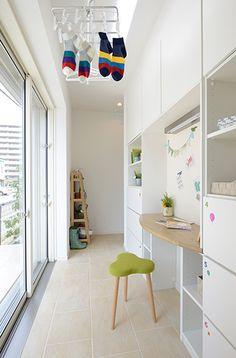室内干し空間 Laundry Decor, Laundry Room Design, Happy Home Designer, Interior Architecture, Interior Design, Japanese House, Modern Spaces, Home And Deco, Ideal Home