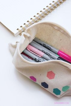 There are lots of ways to get ready for the new semester of school, restocking on new school supplies is one of them, making a fabulous DIY Pencil Pouch is another! Pencil Case Tutorial, Diy Pencil Case, Pencil Pouch, School Supplies Highschool, Back To School Supplies, Diy For Teens, Diy For Kids, J Craft, Craft Ideas