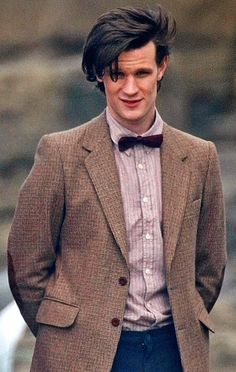 The new season of Doctor Who started filming Monday. BBC released pictures of Matt Smith (The Doctor) and Karen Gillan (Amy Pond) in costume. New Doctor Who, First Doctor, Eleventh Doctor, Doctor In, 11th Doctor Costume, Doctor Funny, Matt Smith Doctor Who, Christopher Nolan, Christopher Eccleston