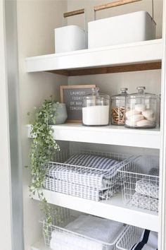 Want to give that messy linen closet a makeover?! Check out these super helpful organization tutorials for inspiration to make yours amazing! #organize #linencloset #linenclosethacks #organizationideas