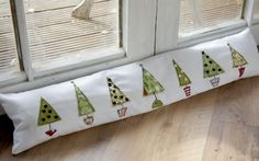 Free motion Christmas tree draught excluder