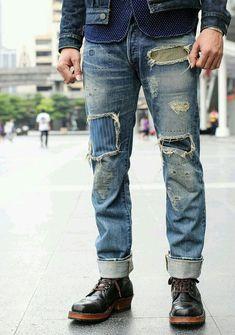 Worn out patchy jeans for Pop Denim Jeans, Moda Jeans, Denim Look, Ripped Denim, Blue Jeans, Denim Style, Denim Shirts, Khaki Pants, Denim Fashion