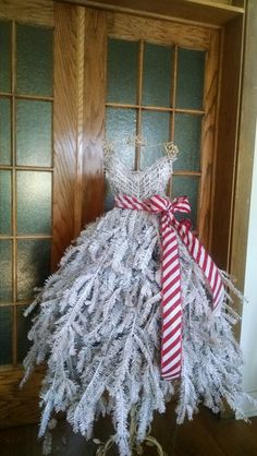 This handmade Christmas tree dress form offers a traditional Christmas design…