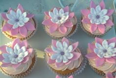 Pink and White flowers cupcakes